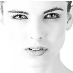 Forme anguleuse de visage