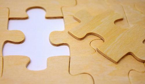 Assembler les pièces du puzzle une à une