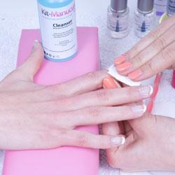 Bien enlever la graisse de ses ongles