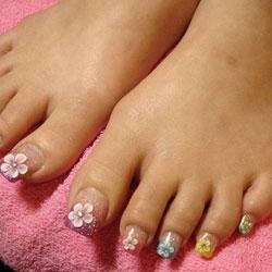 Pose de faux ongles aux pieds