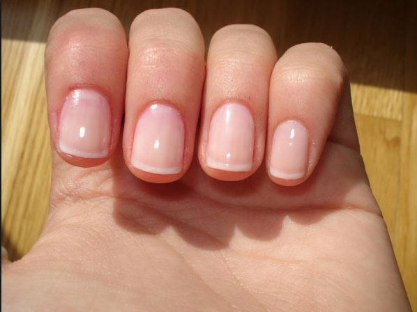 Ongles naturels avec une french
