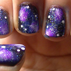 Exemple d'un nail-art galaxy
