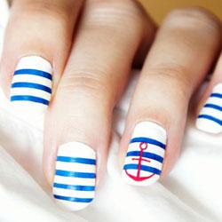 Décoration sur ongle avec des bandes (stripe tape)