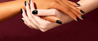 Peindre ses ongles en noir