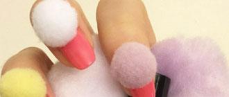 Les pompons nails, ou l'art du mauvais goût